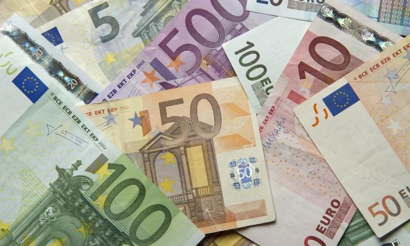 Euro notes sit on a table in Frankfurt Main, Germany, 03 January 2014. Photo: Daniel Reinhardt/dpa/DPA/PIXSELL
